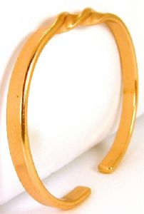 B72: Copper Bangle With Centre Twist Bracelet